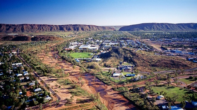 Best areas to stay to visit Ayers Rock - Alice Springs