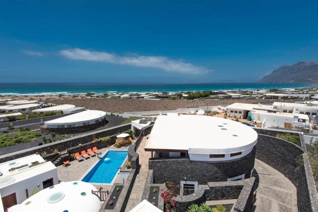 Mejor zona donde alojarse en Lanzarote para surfear - Caleta de Famara