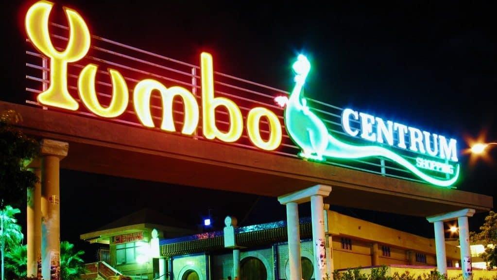 La zona del Yumbo Centrum es Maspalomas es la mejor zona donde alojarse en Gran Canaria para viajeros LGBT
