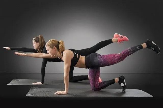 Anche a casa in tempo di quarantena, è importante rimanere attivi e allenarsi da casa.