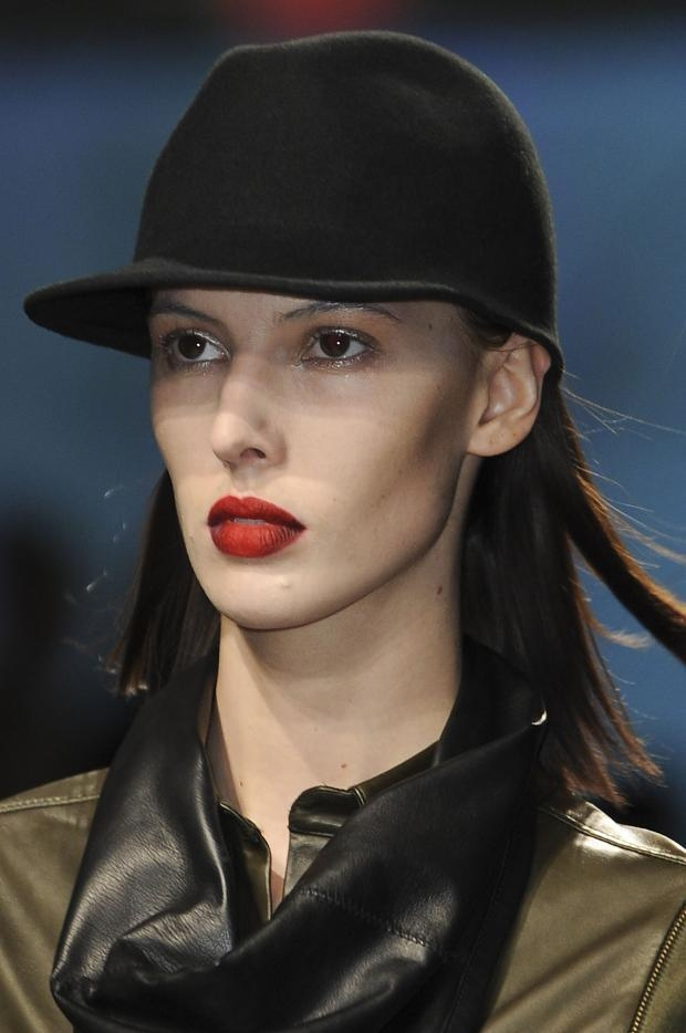 Deep-red-lipstick-hues-for-fall-winter-2013-2014-21