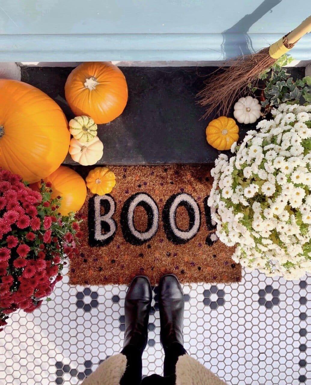 Boo to you too! The halloween decor extends to Jen's door mat in this post! Instagram  @thehousethatjenbuilt_
