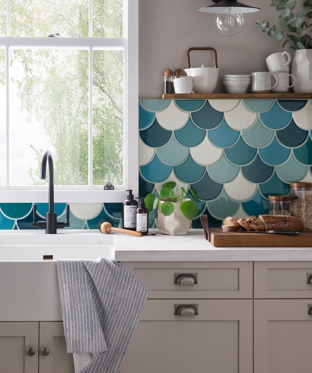 Using all 5 different tiles in the kitchen. Credit: Topps Tiles