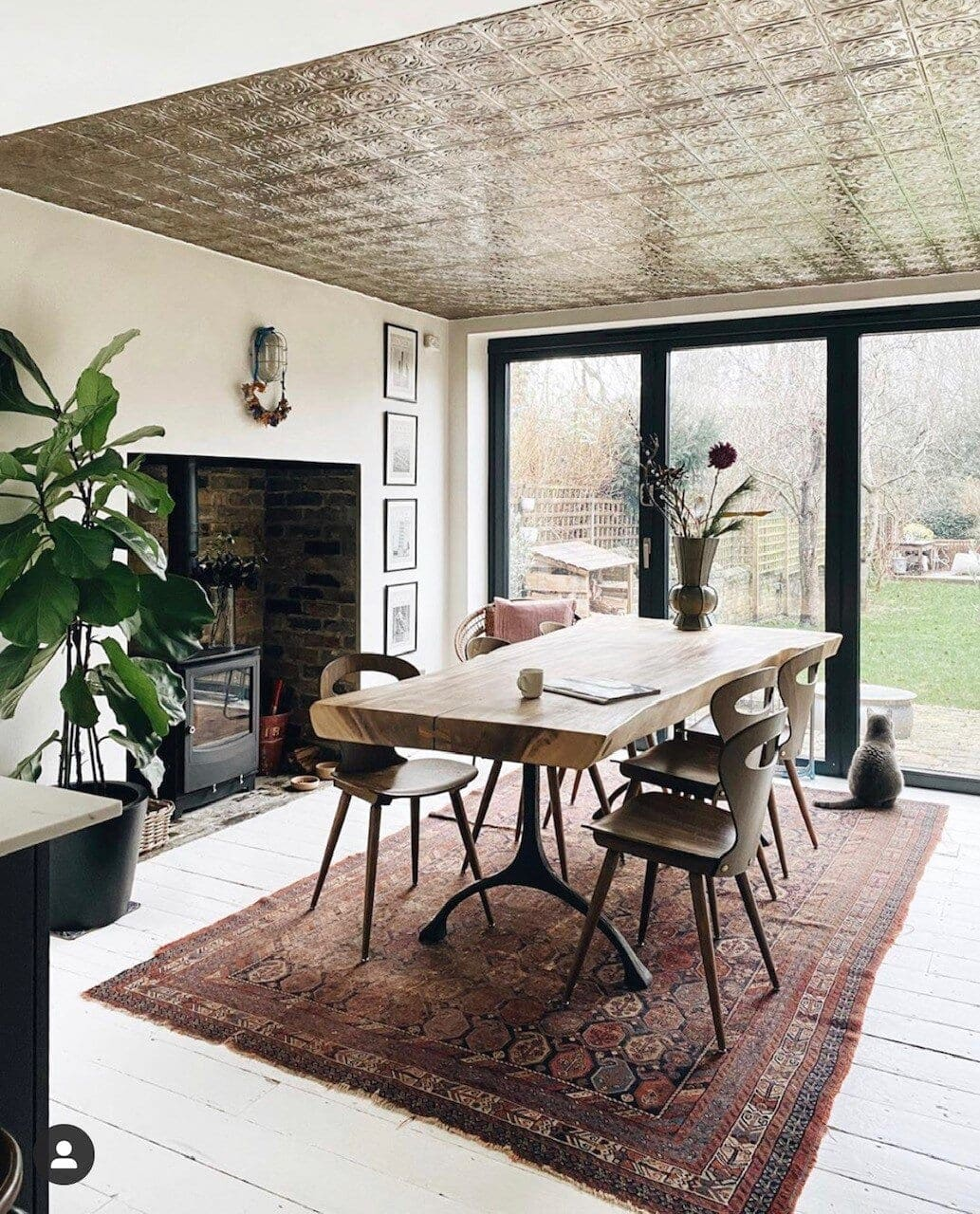 Kate keeps the rest of this beautiful space quite neutral so your eyes are automatically drawn up to these amazing tiles. Although the ceiling is quite low, the light and reflection makes you feel that the room is a lot larger than it is. Credit:  @mad_about_the_house