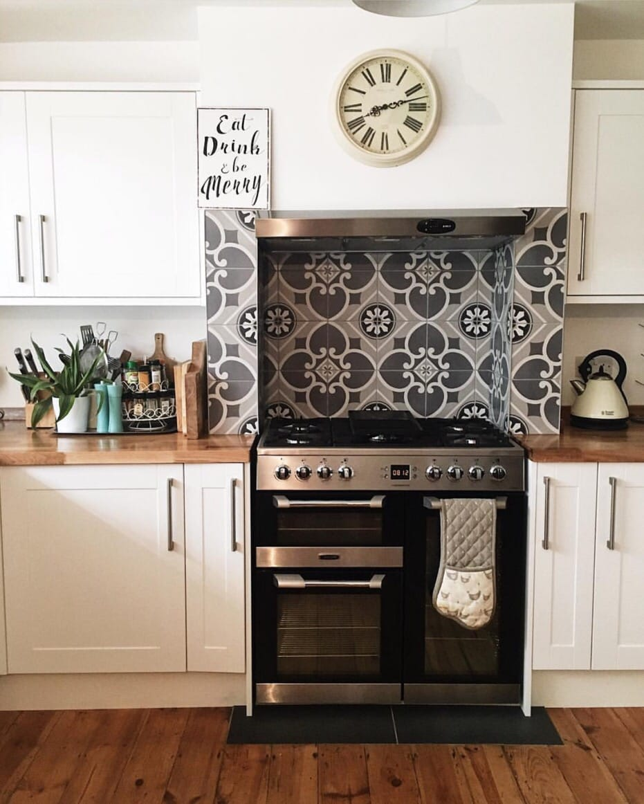 Oven tiles were the only feature