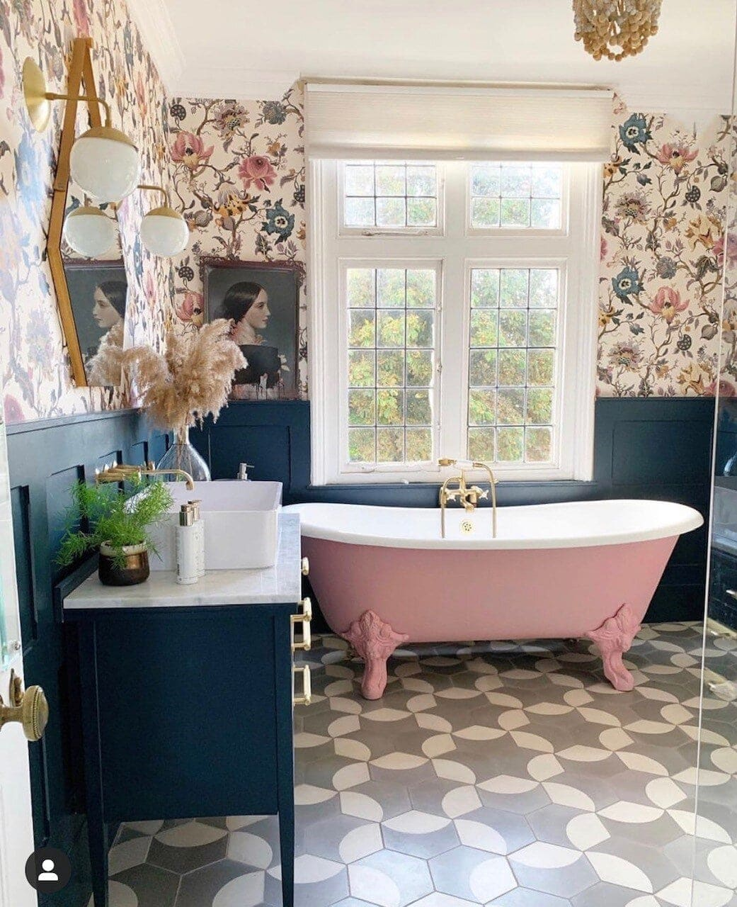 Katie showing us how to have the perfect pretty bathroom! Instagram: @comedowntothewoods