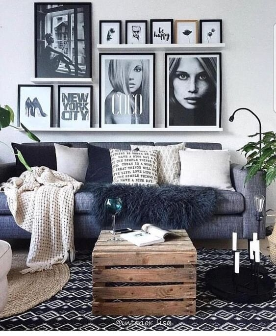 Three different sized shelves staggered give the impression this is a wall mounted gallery Instagram: @interior.lisa