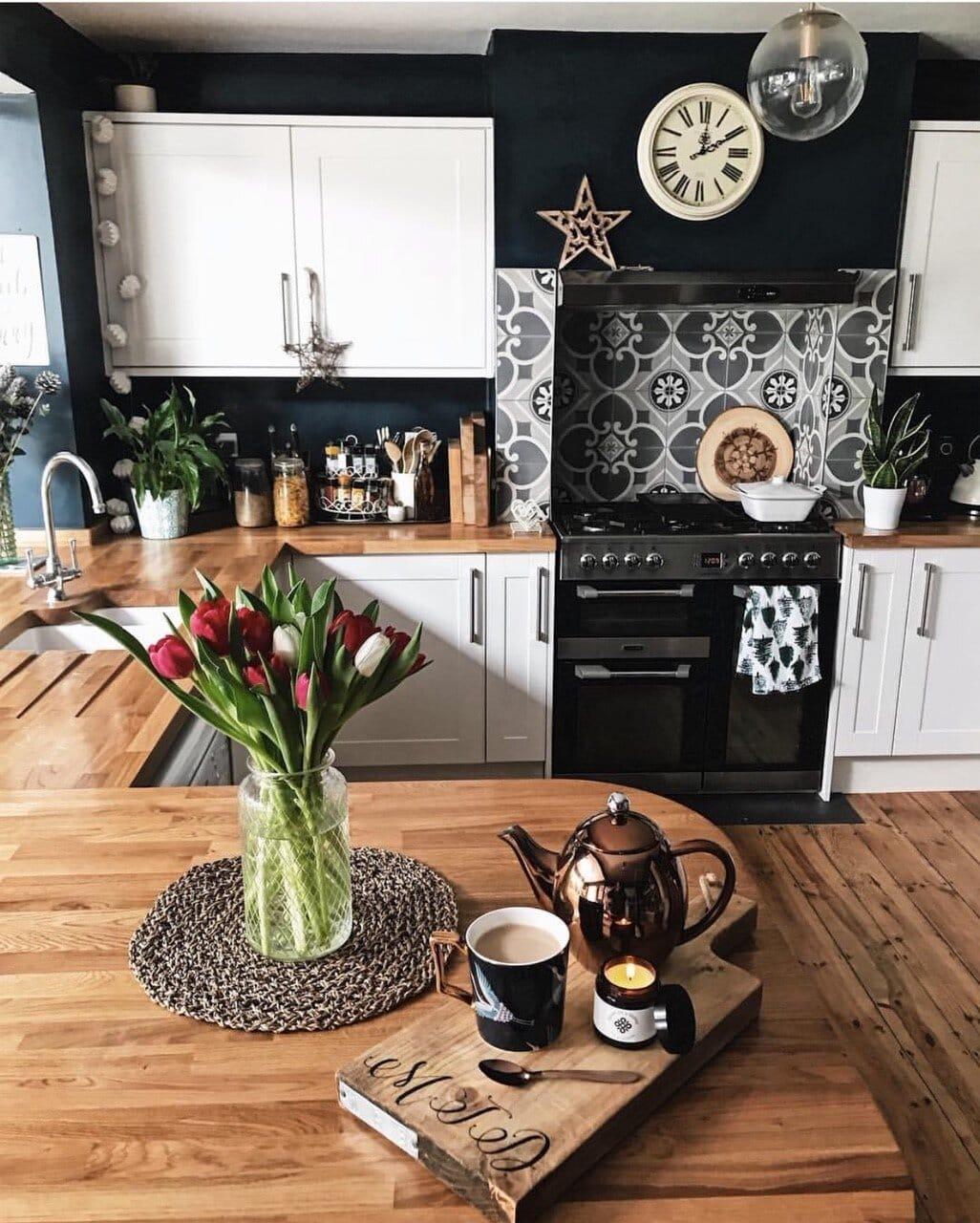 interior design, instagram, instagram trends, home decor, social media, blogging, instagram advice, blogging advice, pinterest, kitchen, tulips