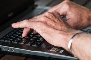 old-hands-keyboard