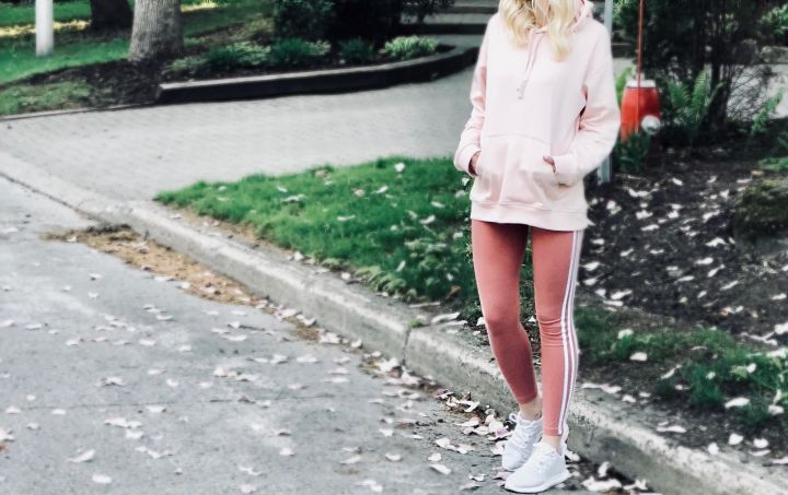 Peachy athleisure look