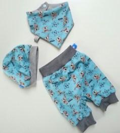 Mel.Anni's handmade Pumphose mit Halstuch und Beanie