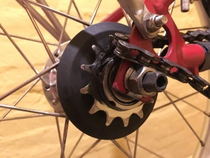 Half clean sprocket - a lot of grime builds up here