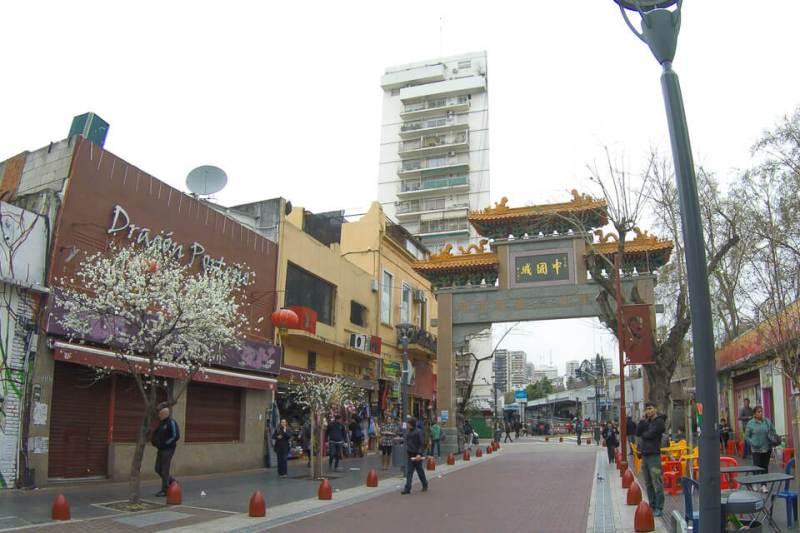Calçadão do bairro chinês em Buenos Aires