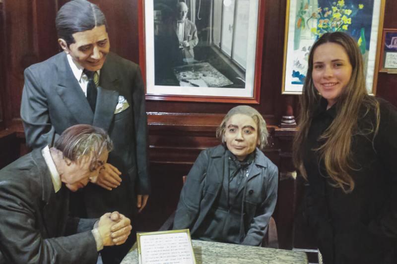 Jorge Luis Borges, Carlos Gardel e Alfonsina Storni, alguns dos grandes artistas que frequentavam o café tortoni