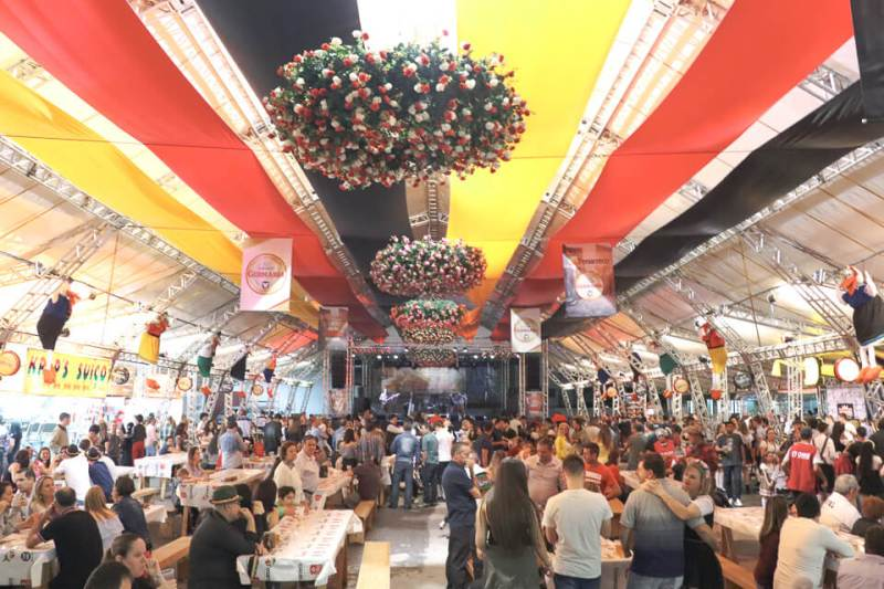 O que fazer na Fenarreco? Pavilhão cultural com comida, danças e shows