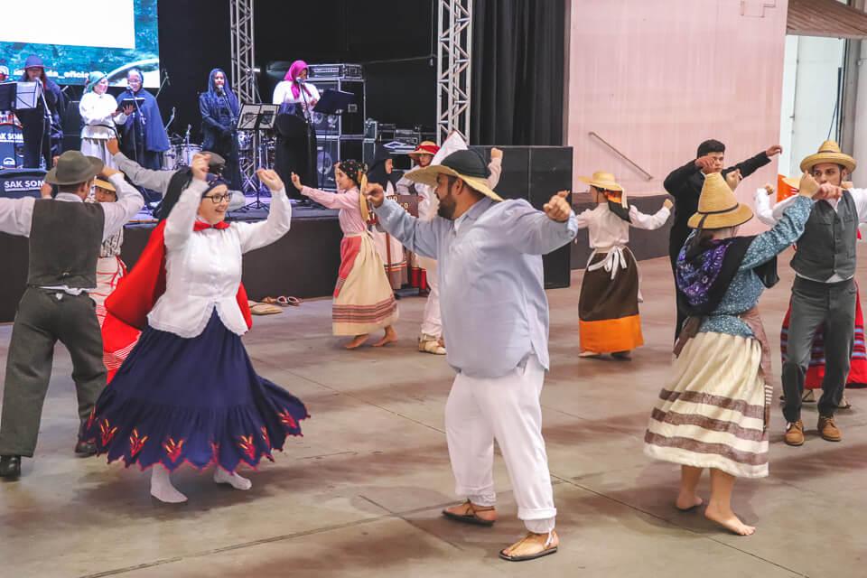 Apresentação de dança típica na Marejada