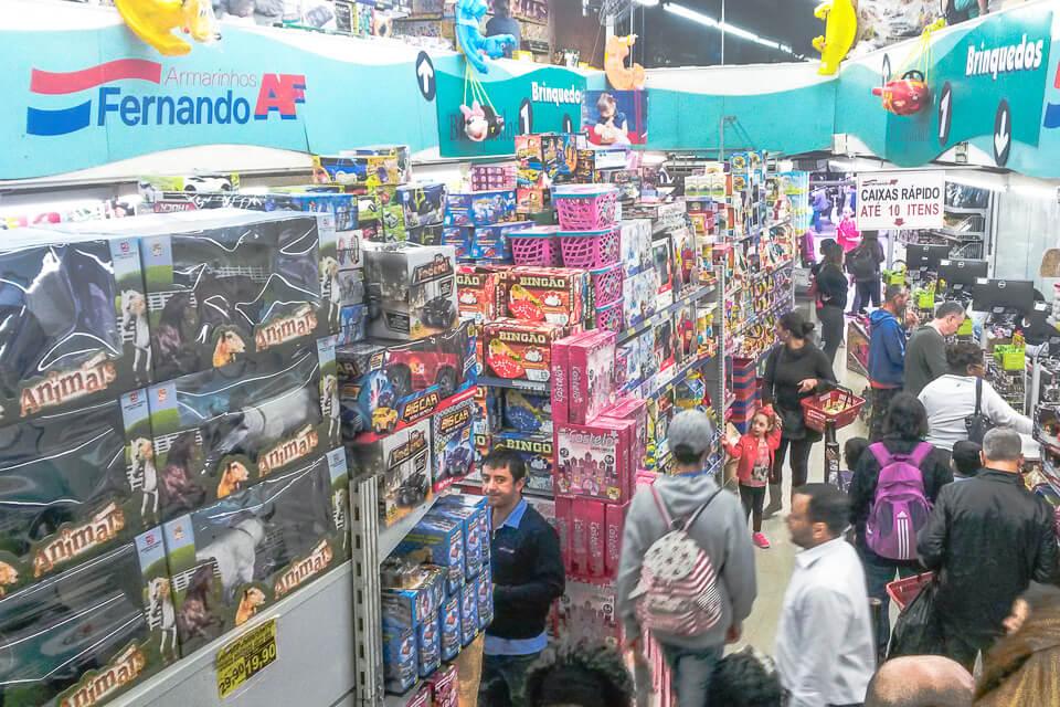 Aqui você vai encontrar brinquedos de todas as marcas e muita coisa  importada (made in China) deb659cc8da