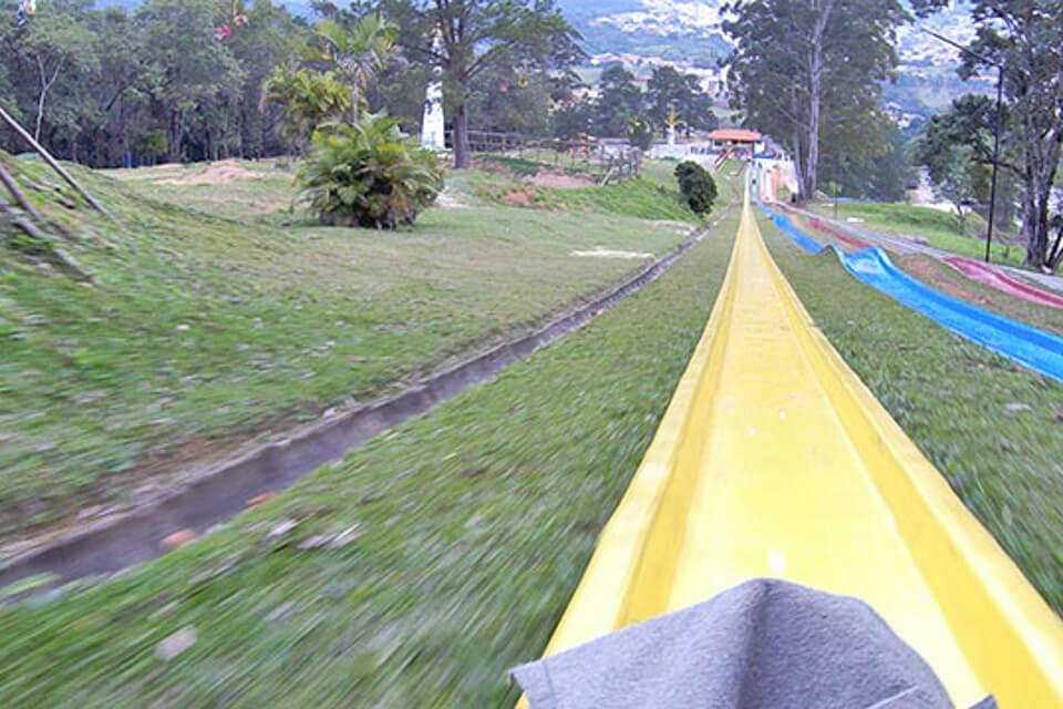 O que fazer no Ski Mountain Park? descer o tobogã