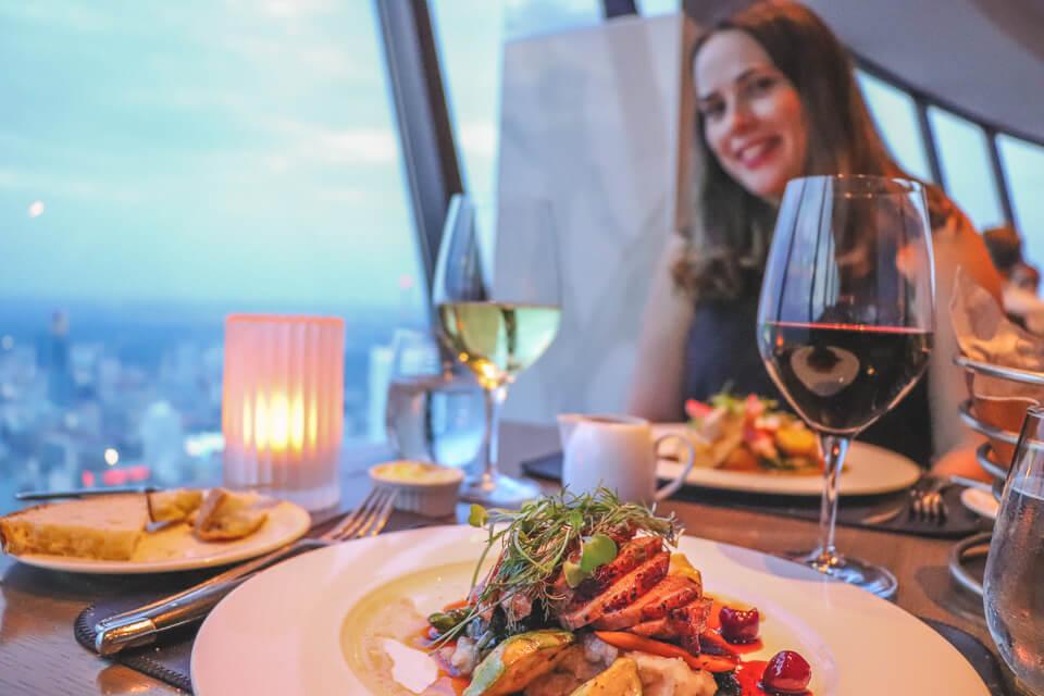 Onde comer em Toronto -restaurante giratório da CN Tower