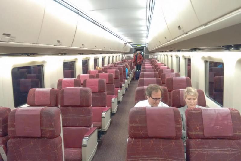 Vagão da classe econômica do trem de Montreal para Quebec