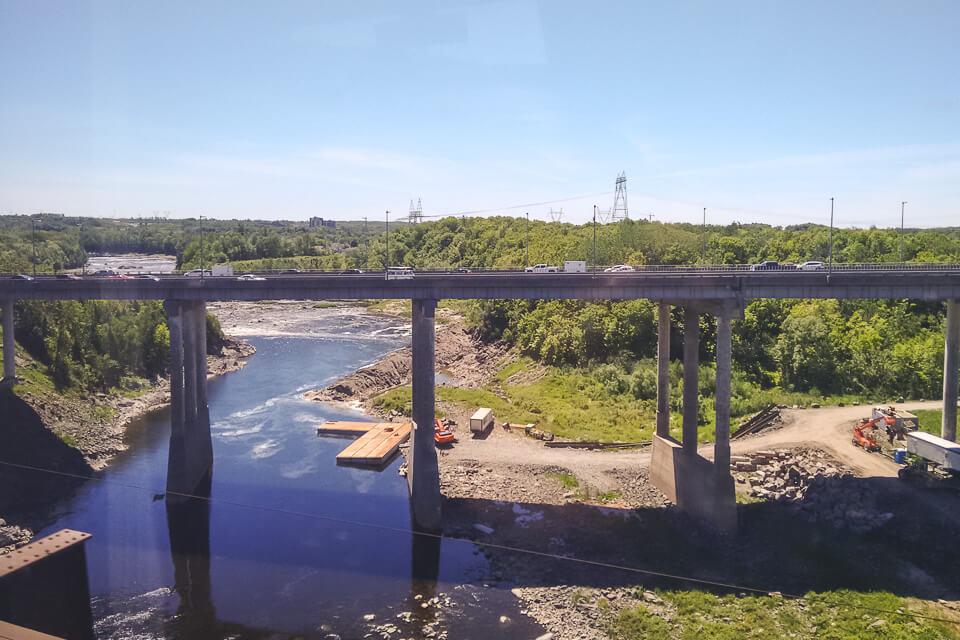 Paisagem da janela do trem de Quebec para Toronto