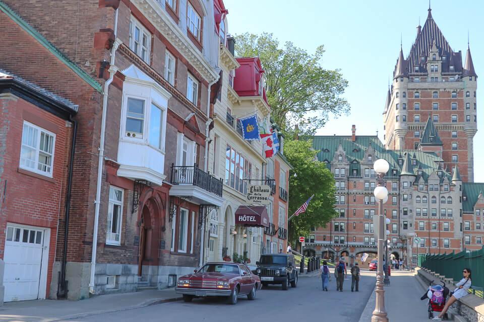 Quanto custa hotel no Canada