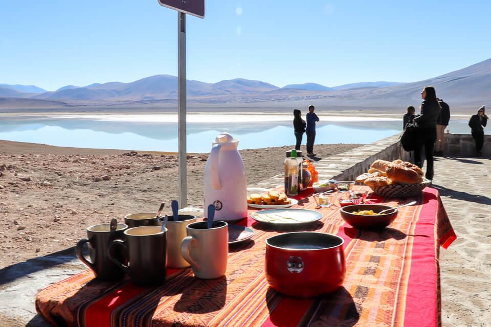 Café da manhã Laguna Tuyaito - passeios Araya Atacama Lagunas Altiplânicas