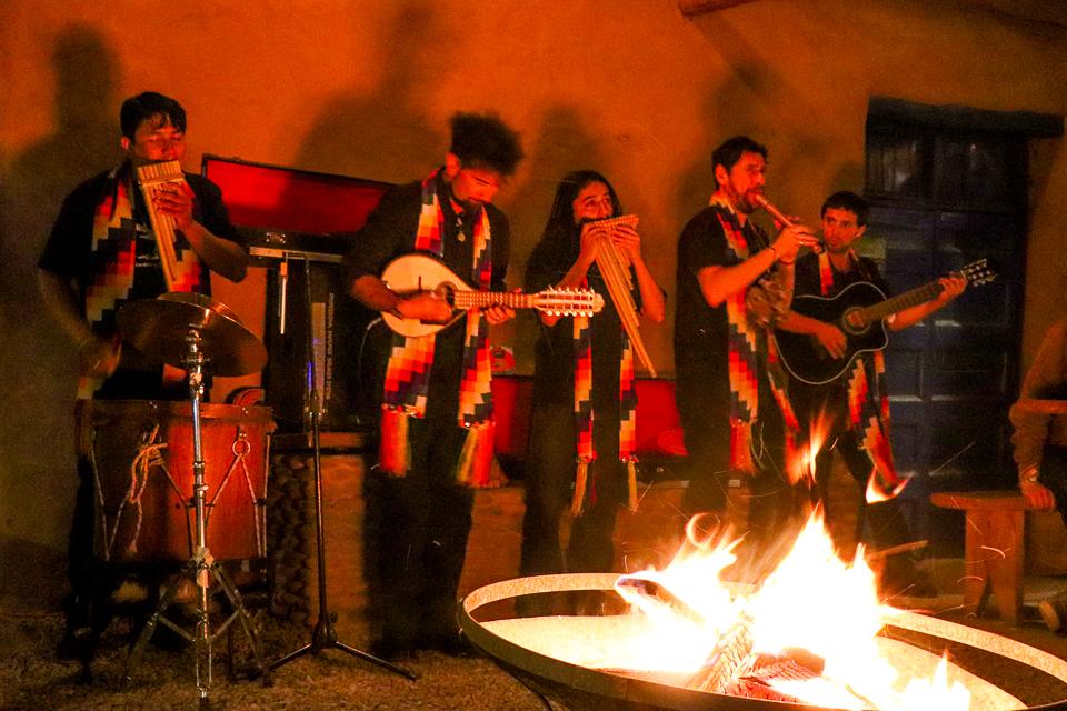 Restaurante com música ao vivo no Atacama