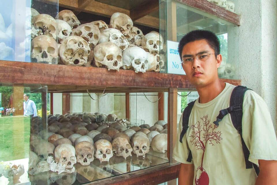 Memorial com ossos humanos regime khmer vermelho