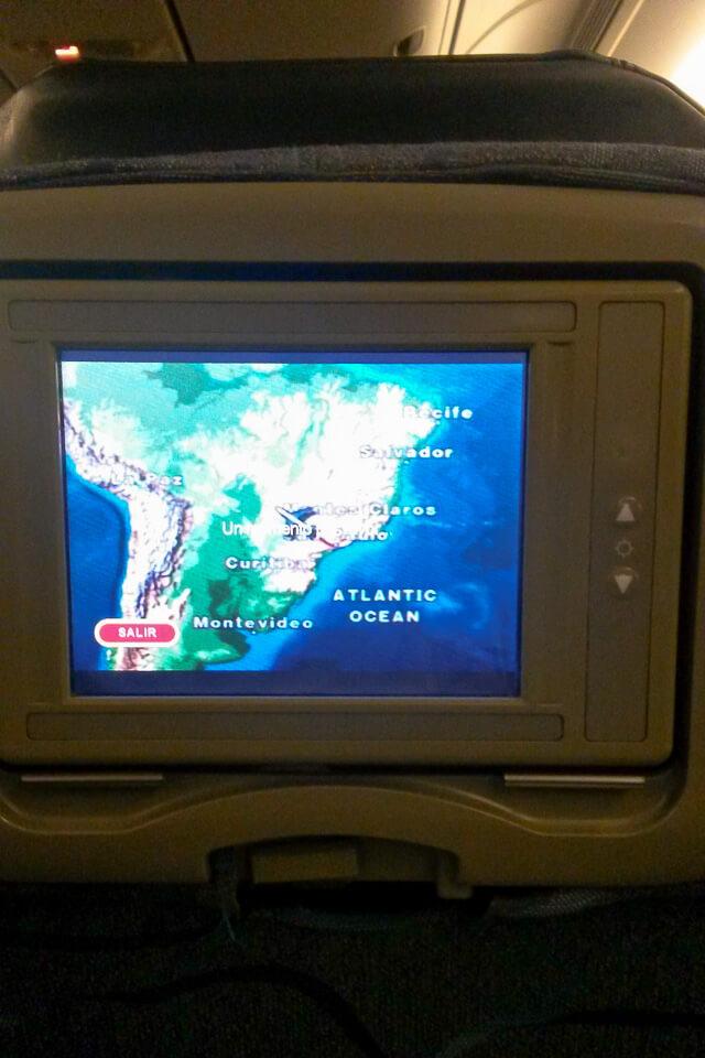 Como é voar para os Estados Unidos na classe econômica da Aeroméxico. Entretenimento a bordo e telas individuais