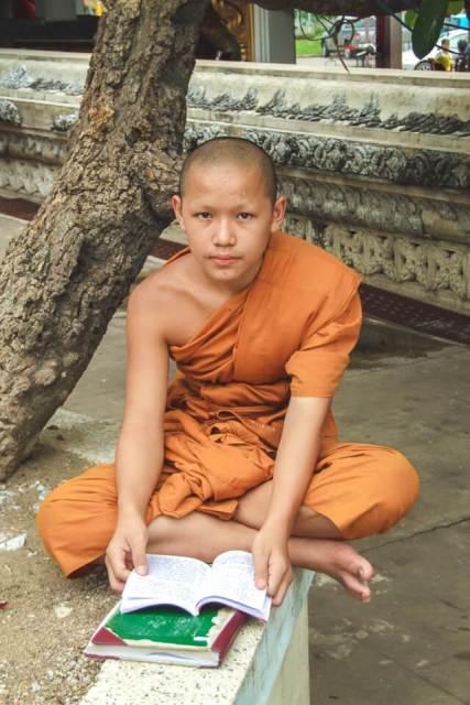 Pequeno Monge em Ayuthaya