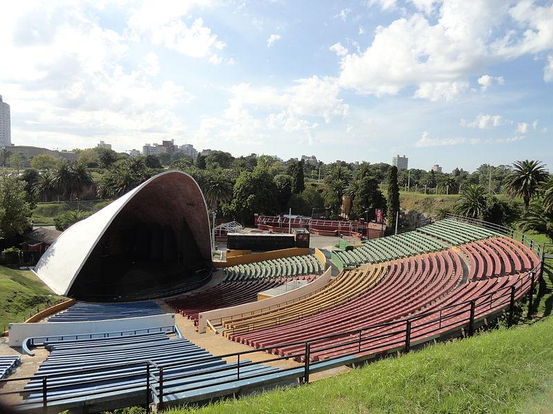 800px-Parque_Rodó,_Montevideo,_Uruguay_-_Teatro_de_Verano_03