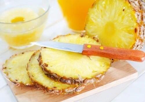 5 benefícios de comer abacaxi