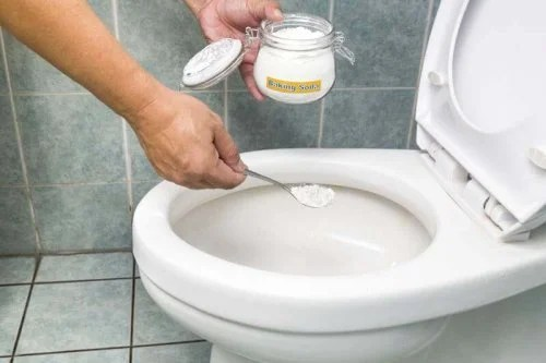Bicarbonato serve para remover a sujeira do vaso