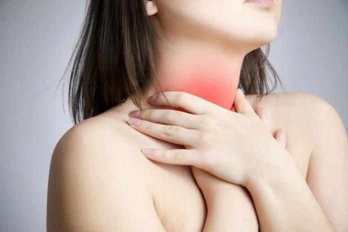 dor-na-garganta Nódulos na garganta - 5 sinais possíveis