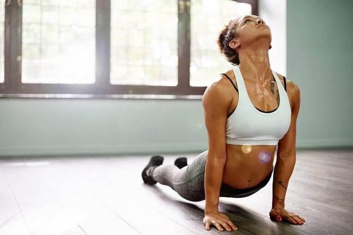 ioga 5 exercícios eficazes para eliminar os gases