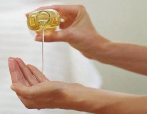 oleo-de-amendoa-500x387 6 remédios naturais para clarear as mãos