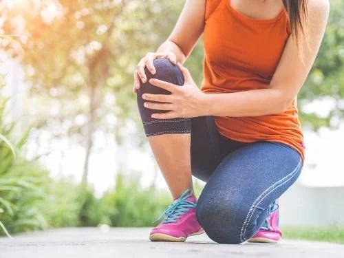 dor-no-joelho-500x375 Exercícios tibetanos para trabalhar todos os músculos em 10 minutos