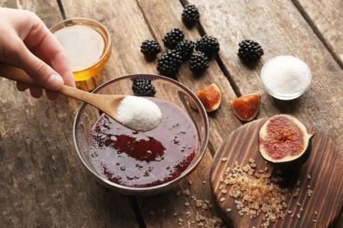 Esfoliante de açúcar com amoras e óleo de coco