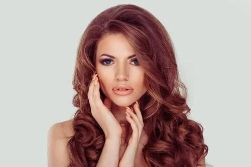 muher-cabelos-ruivos 9 truques para lavar o cabelo com menos frequência