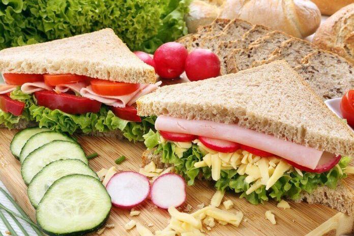 sanduiche-natural 5 cafés da manhã saudáveis para começar o seu dia com energia