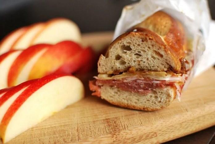 sanduiche-salame 5 cafés da manhã saudáveis para começar o seu dia com energia