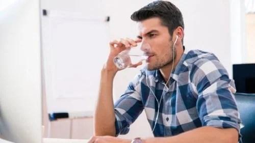 Crie um costume para beber mais água