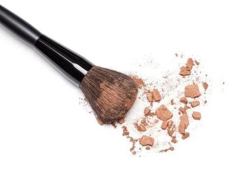 lavar-pincel-maquiagem-po-500x357 Por que é necessário lavar os pincéis de maquiagem com frequência?