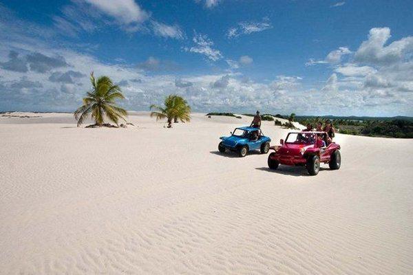 Praia Do Saco Tem Mar Calmo Em Sergipe
