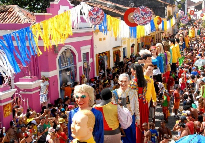 Destinos para cair na folia ou fugir do agito no Carnaval