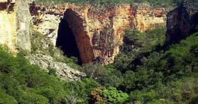 Gruta na Bahia tem boca com 123 metros de altura