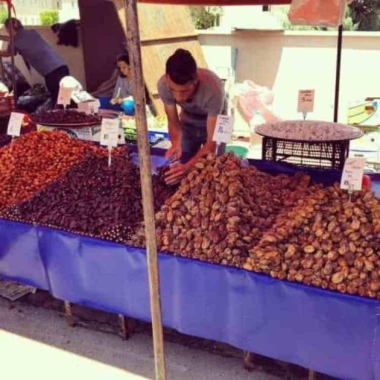 Vrijdag markt Antalya lekkere dadels