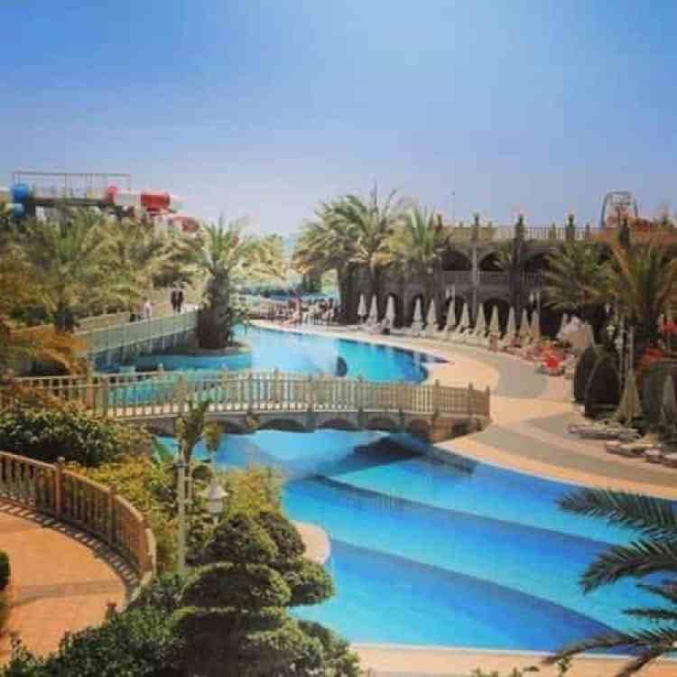 Zwembad vanaf het hotel gezien