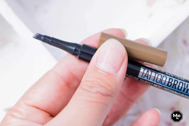 verpakking van de maybelline tattoo brow pen